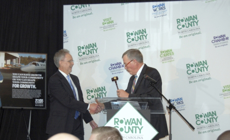 GAVEL PASSED TO NEW CHAIR AT ROWAN CHAMBER 91st ANNUAL GALA